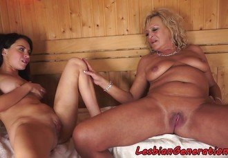Bigtits grandma pussylicked in