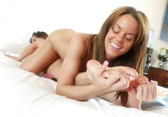 Lesbian foot fetish fun with Mia